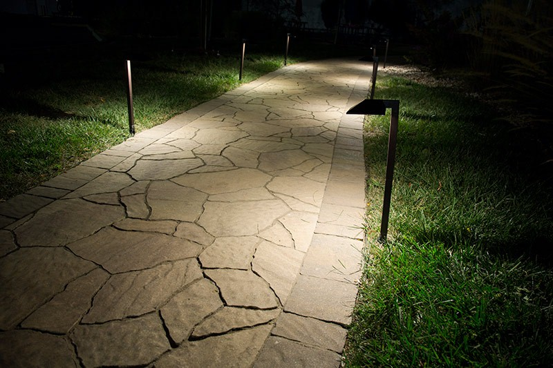 7-Bluetooth Path Light is suitable for outdoor landscape.