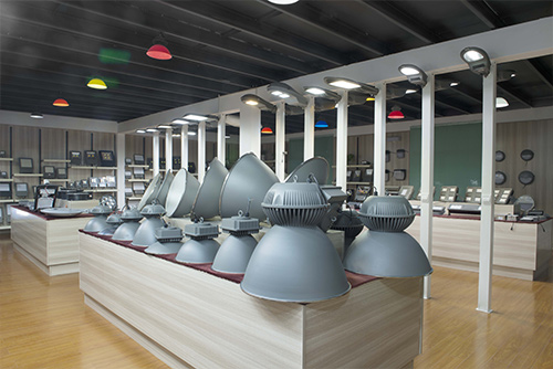 high-bay-led-light-showroom
